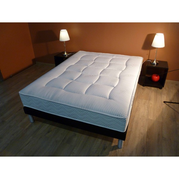 achat matelas mousse vente en ligne matelas empire nova literie. Black Bedroom Furniture Sets. Home Design Ideas